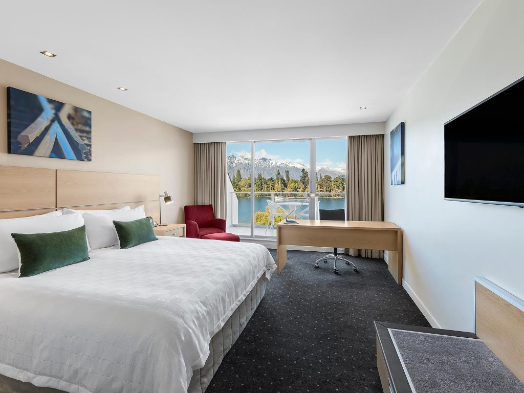 Crown Plaza Queenstown Lake View Room